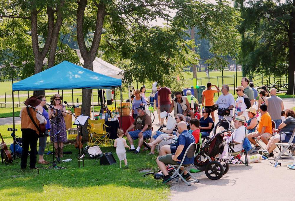 McKinley Park Farmers Market attendees enjoy live performance at the market during the 2017 season.