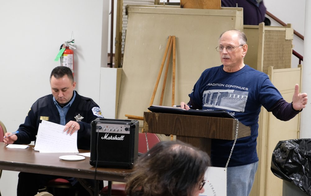 Beat Facilitator Glenn Young introduces Chicago Police Department Officer Jason Solis at the January 9 CAPS meeting for Beat 912.