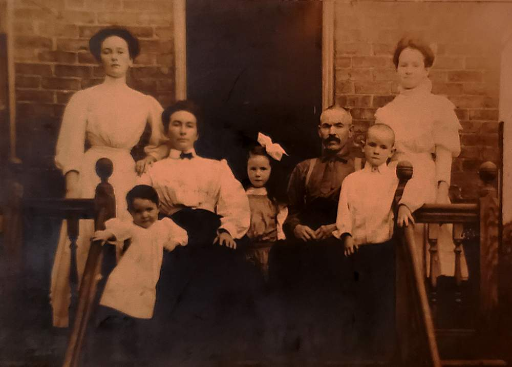 McKinley Park family photo 1908 3648 S Winchester Ave